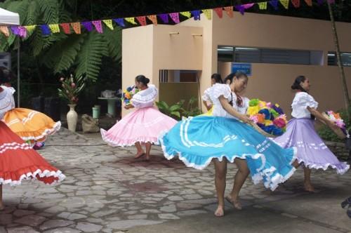 Dancing in El Salvador-800