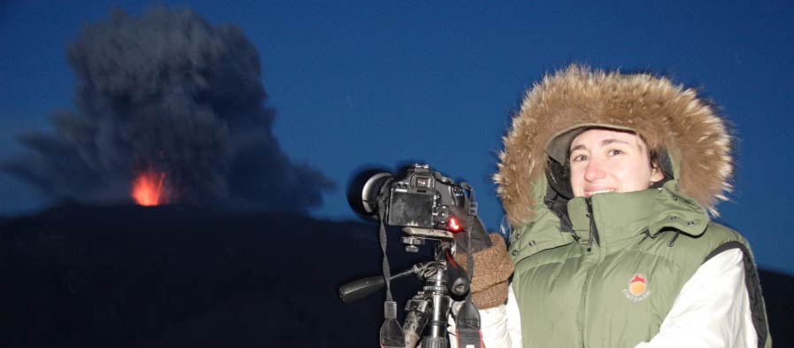Photos in Iceland, a Volcano Erupts